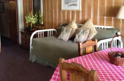 one_bedroom_42_livingroom