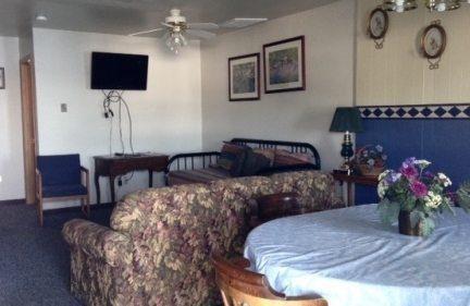 2 bedroom 61 livingroom