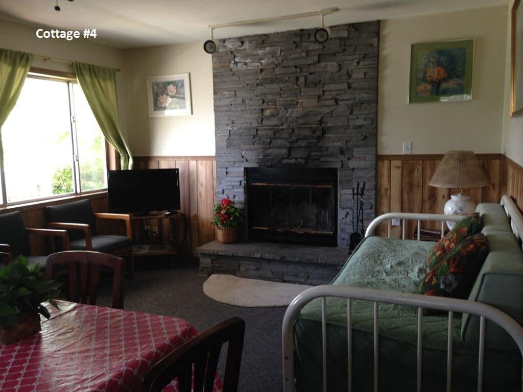 cottage_1_2_4_livingroom